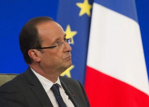 hollande-attends-a-forum-at-the-french-economic-and-social-council-headquarters-in-paris